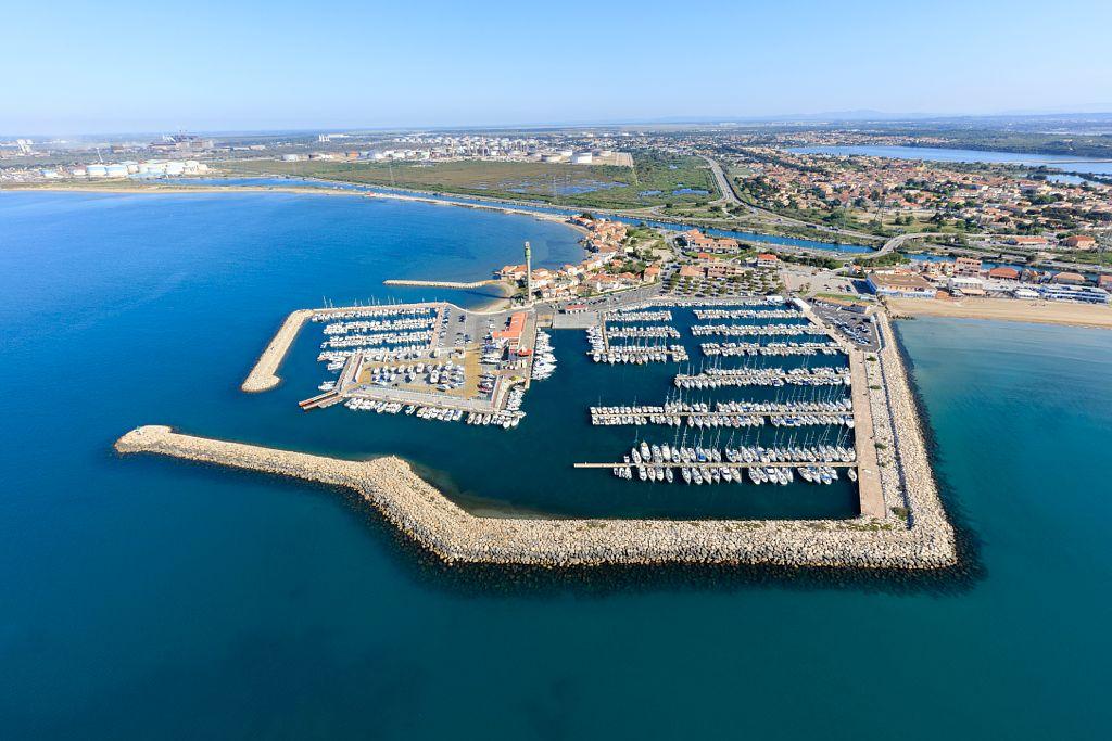 Golfe de Fos sur Mer, Fos sur Mer, port de plaisance de Saint Gervais, Anse de Saint Gervais  a gauche et Grande plage a droite