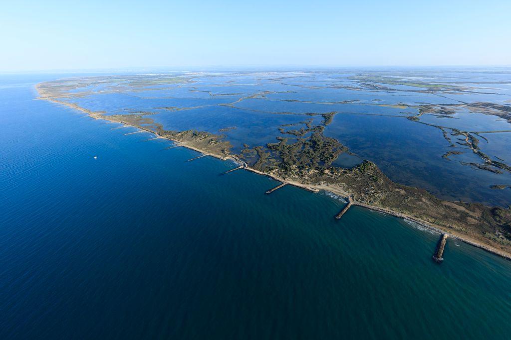 Parc Naturel Regional de Camargue, Saintes Maries de La Mer, Radeau des Deux Pins, etang de Fer et etang des Deux Pins, ouest