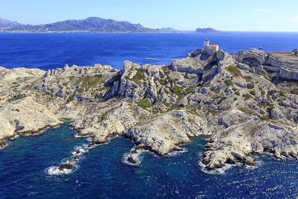 Parc national des Calanques, Marseille, 7e arrondissement, Archipel des iles du Frioul, ile Pomegues, Rocher de la Cheminee, semaphore