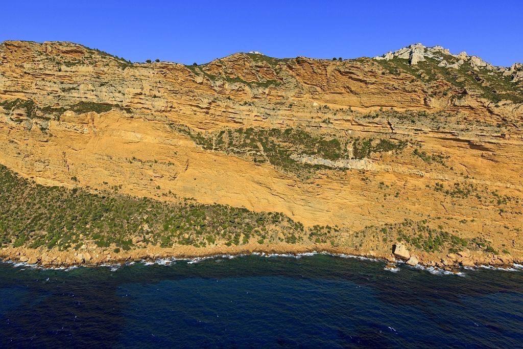 Parc national des Calanques, massif de la Canaille, La Ciotat, falaises Soubeyranes (vue aerienne)