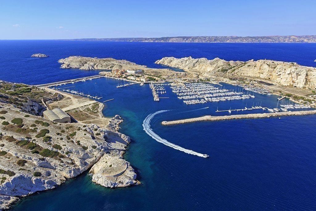 Parc national des Calanques, Marseille, 7e arrondissement, archipel des iles du Frioul, ile Ratonneau, le port, ile Pomegues, Pointe d'Ouriou