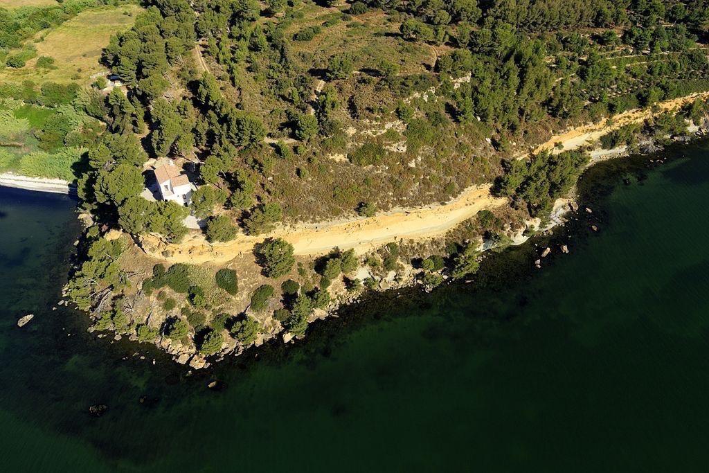 Istres, pointe et plage de Monteau, etang de Berre