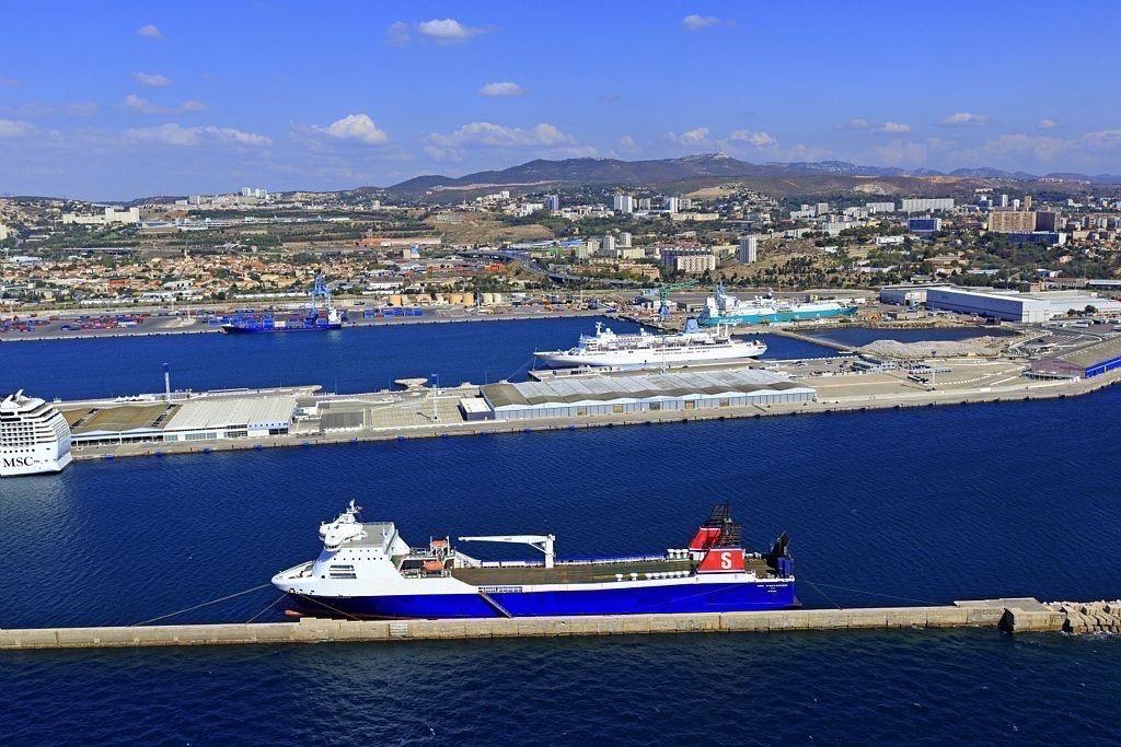Marseille, 16e arrondissement, quartier Saint Andre, Grand Port Maritime de Marseille, Mole Leon Gourret, terminal de croisieres