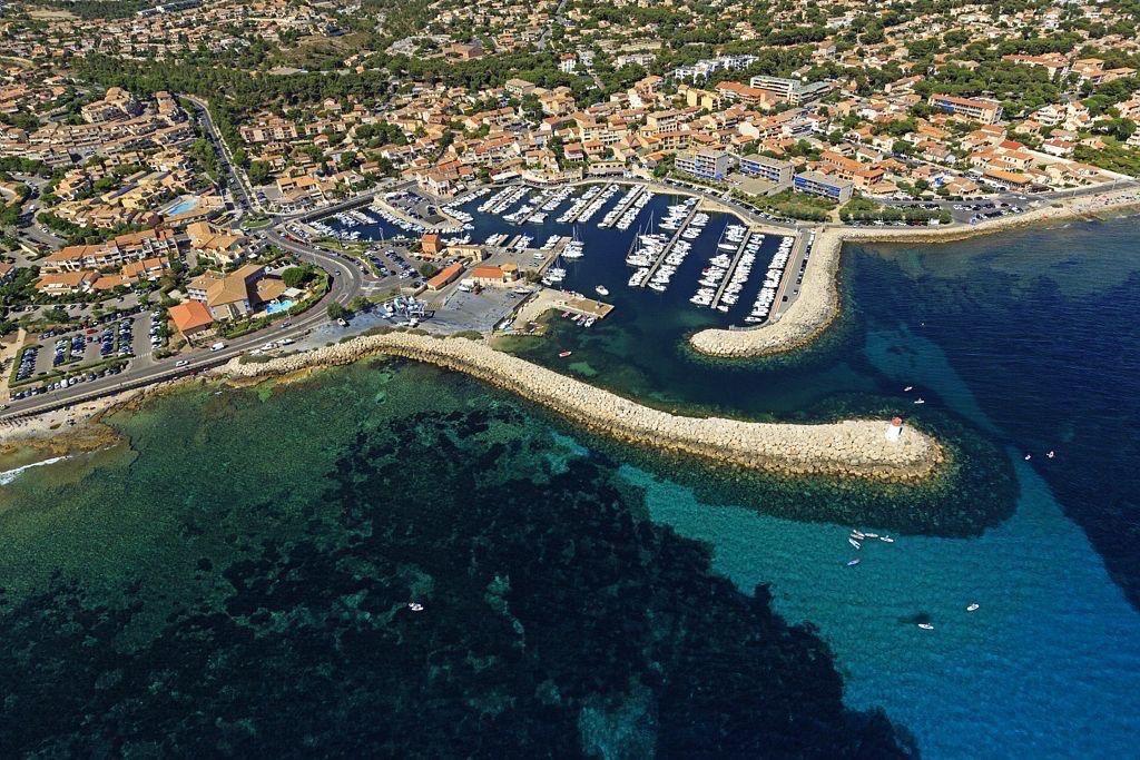 La Cote Bleue, Sausset les Pins, le port et le phare