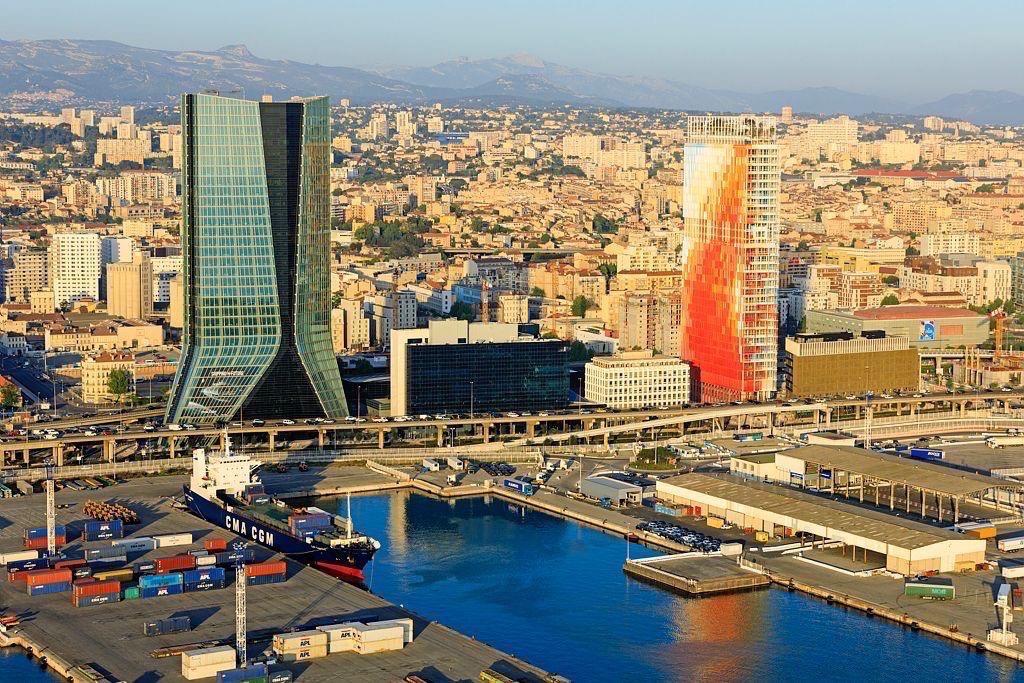 Marseille, 2e arrondissement, Zone Euromediterranee, quartier Arenc, Bassin d'Arenc, la tour CMA CGM, architecte Zaha Hadid et tour La Marseillaise, architecte Jean Nouvel