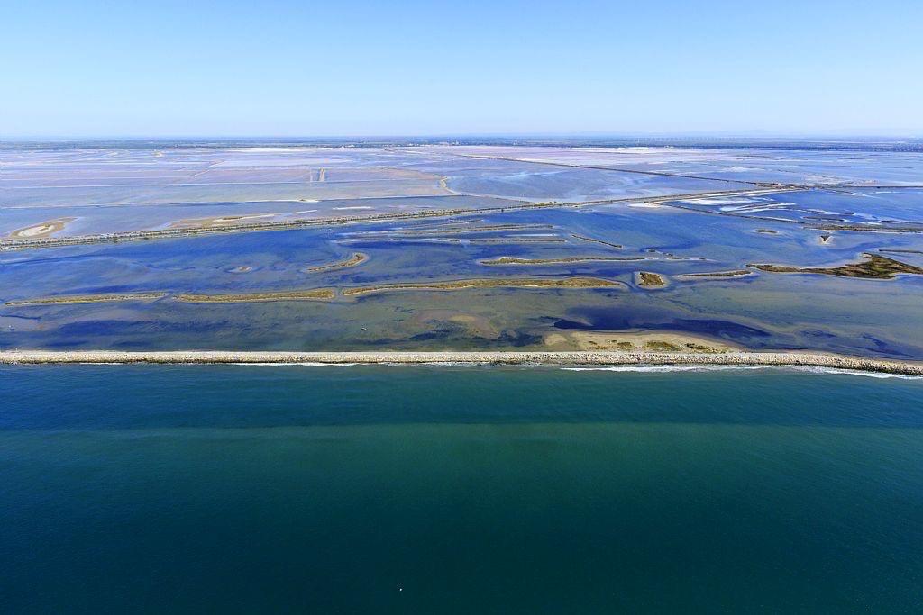 Parc Naturel Regional de Camargue, Arles, Salin de Giraud, plage de Piemanson, Baisse de Quenin, Digue de Paulet