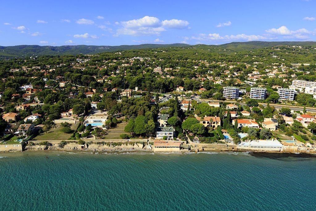 La Ciotat, Baie de la Vierge, plage de Fontsainte (vue aerienne)