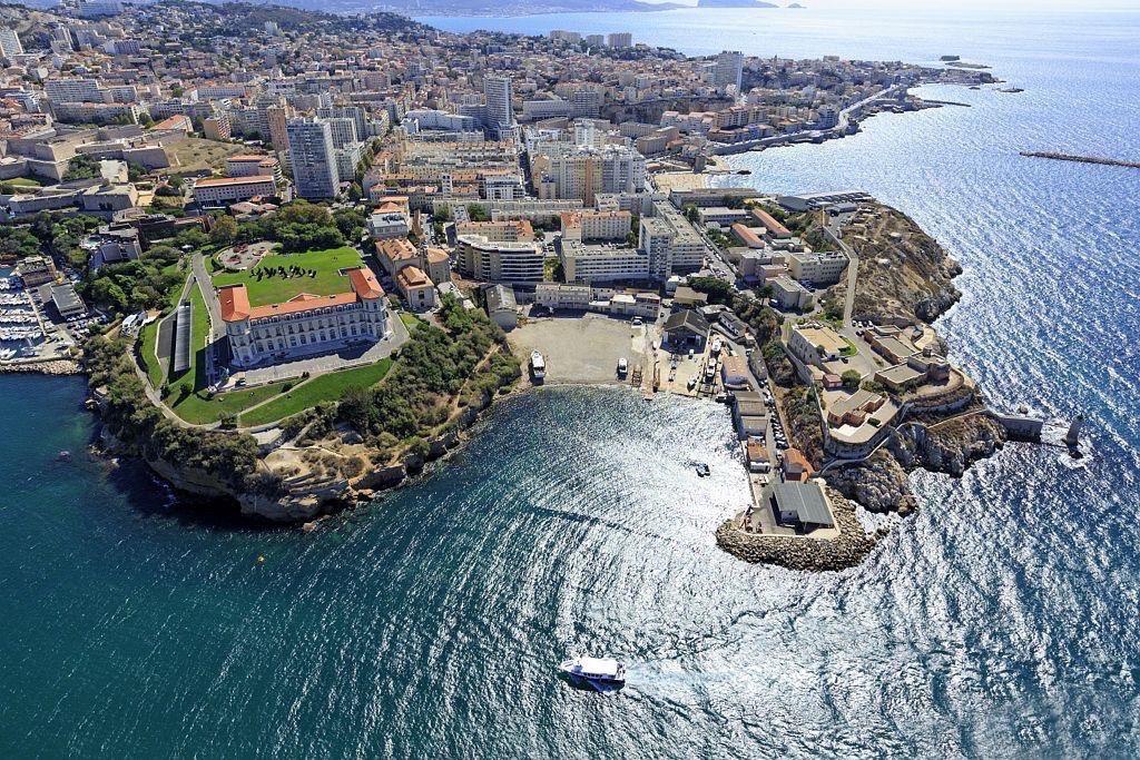 Marseille, 7e arrondissement, quartier du Pharo, palais du Pharo et anse du Pharo
