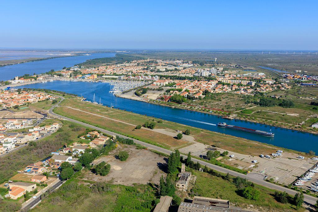 Port Saint Louis du Rhone, canal Saint Louis, Le Rhone en arriere plan