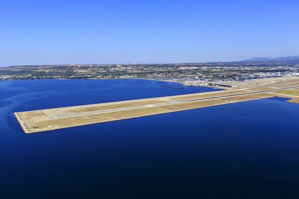 Marignane, l'aeroport Marseille Provence, etang de Berre