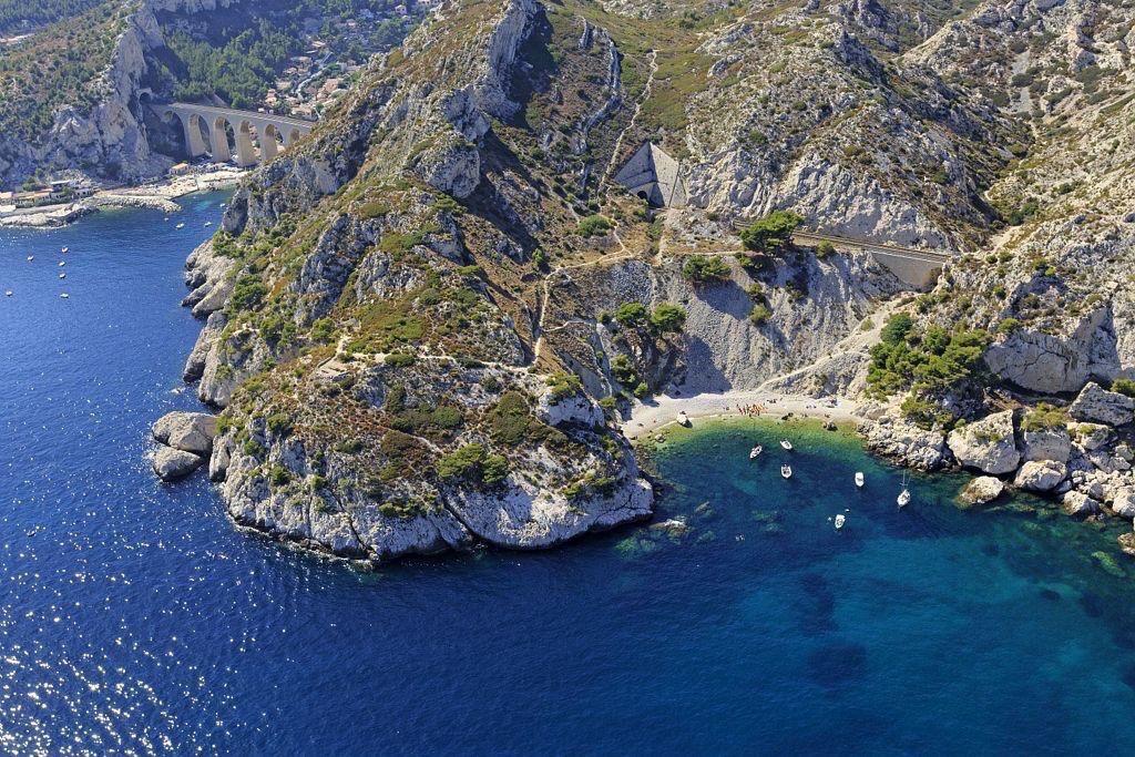 La Cote Bleue, Le Rove, Pointe de Figuerolles, calanque de La Vesse en arriere plan