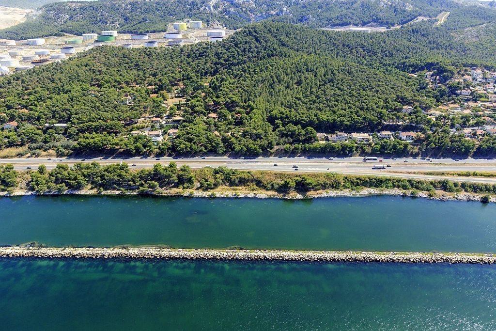 Martigues, Canal de Marseille au Rhone et etang de Berre, autoroute A55