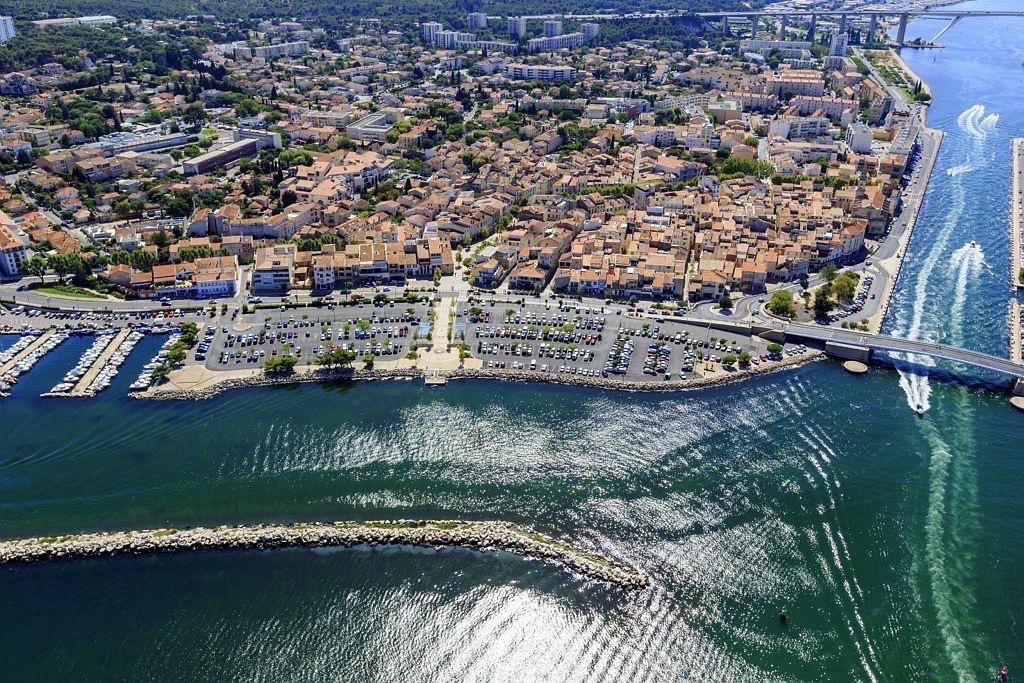 Martigues, quartier de Jonquieres, Port de Jonquieres, Canal de Marseille au Rhone, le pont mobile sur le canal Galiffet