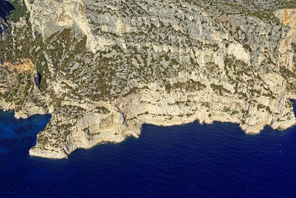 Parc national des Calanques, Marseille, 9e arrondissement, calanque de L'Oeil de Verre a droite, Anse des Enfers