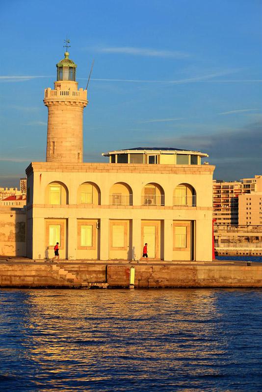France, Bouches du Rhone (13), Marseille, 2e arrondissement, Zone Euromediterranee, Grand Port Maritime, digue du Large quai Jean Charcot, le phare de la Tour Sainte Marie