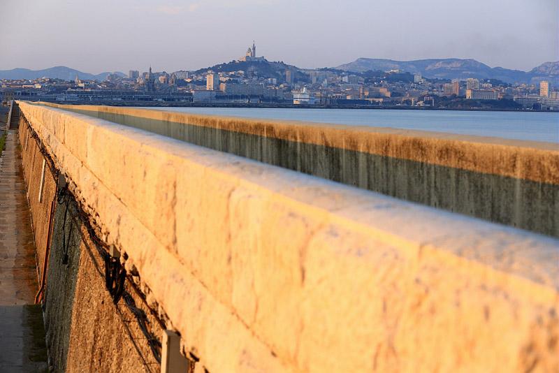 France, Bouches du Rhone (13), Marseille, Grand Port Maritime, digue du Large quai Jean Charcot, basilique Notre Dame de la Garde en arriere plan