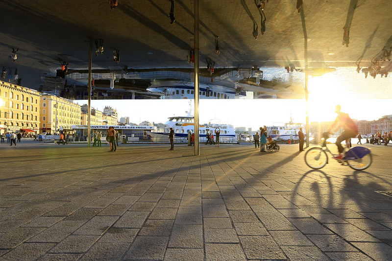 France, Bouches du Rhone (13), Marseille, 1er arrondissement, Vieux Port, quai de La Fraternite, l'ombriere par l'architecte Norman Foster