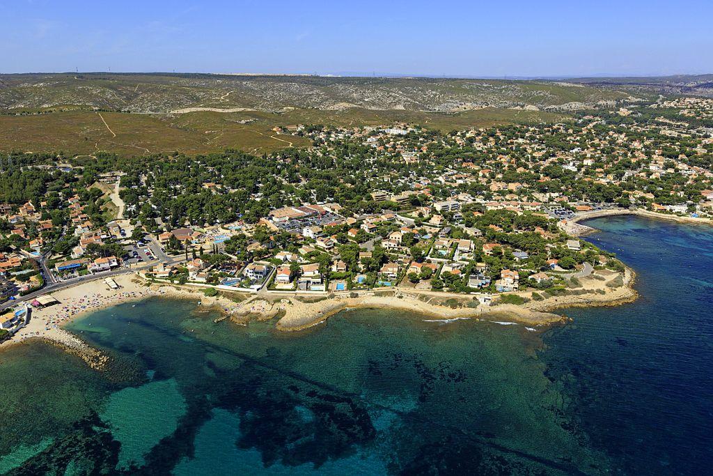 France, Bouches du Rhone (13), La Cote Bleue, Carry le Rouet, plage de la Tuliere (vue aerienne)