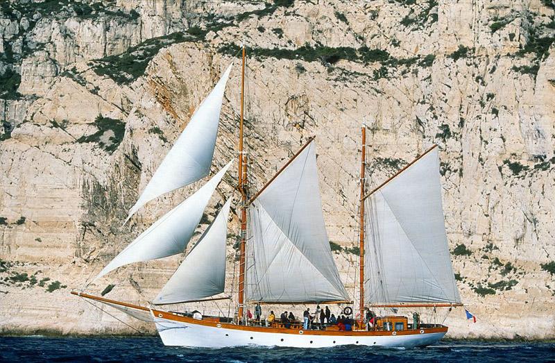 France, Bouches du Rhone (13), Marseille, Voilier Le Don du Vent dans les calanques