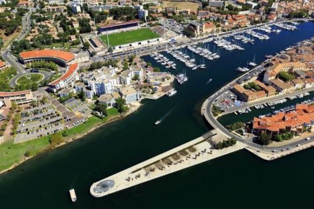 Martigues, canal Baussengue, port de Ferrieres en arriere plan