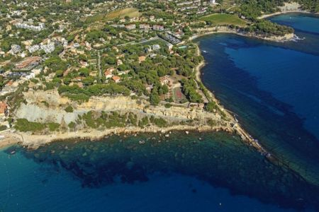 Cassis, Anse de la Grande Mer, Pointe des Lombards (vue aerienne)