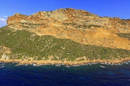 Parc national des Calanques, Cassis, Baie de Cassis, Cap Canaille, Falaises Soubeyranes (vue aerienne)