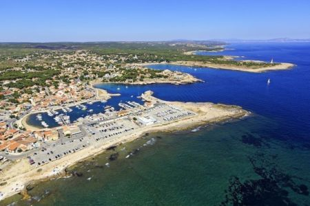 Martigues, quartier de Carro, Pointe de Carro, Anse du Verdon et Cap Couronne en arriere plan