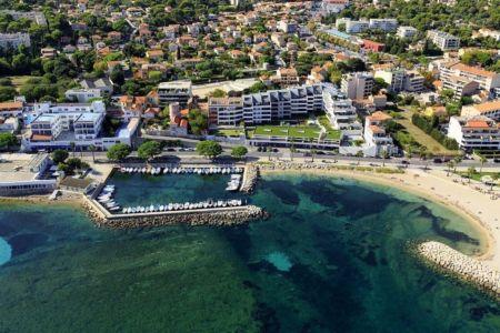 La Ciotat, Port des Flots Bleus, plage des Capucins (vue aerienne)