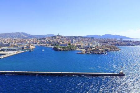 Marseille, Avant Port de La Joliette, entree du Vieux Port, Anse du Pharo, Digue Sainte Marie, basilique Notre Dame de la Garde en arriere plan