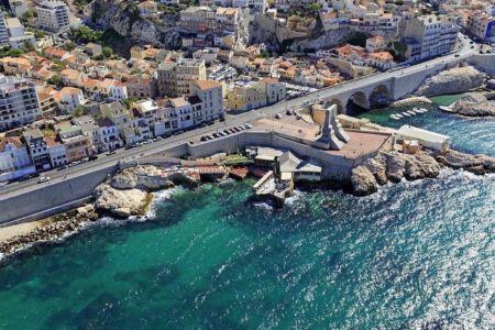 Marseille, 7e arrondissement, quartier d'Endoume, Corniche JF Kennedy, Porte de L'Orient, monument aux morts de l'armee d'Orient et Anse des Auffes