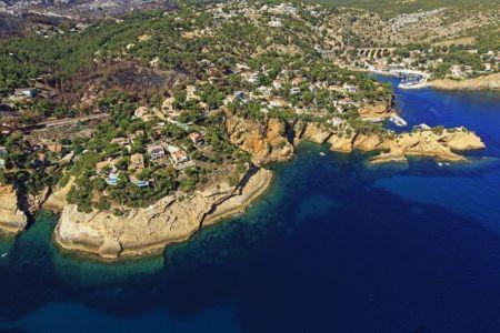 La Cote Bleue, Ensues la Redonne, calanque du Puy, La Madrague de Gignac en arriere plan