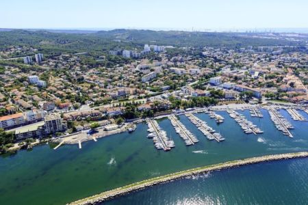 Martigues, quartier de Jonquieres, Canal de Marseille au Rhone, Port de Jonquieres