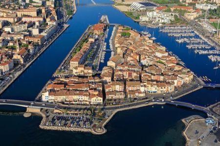 Martigues, quartier de l'ile, canal Galiffet et canal Baussenque a droite