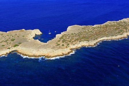 Parc national des Calanques, Marseille, Reserve Naturelle de l'Archipel de Riou, ile Calseraigne, calanque de Pouars
