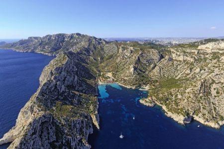 Parc national des Calanques, Marseille, 9e arrondissement, calanque de Sormiou, Pointe de La Buse, Marseille en arriere plan