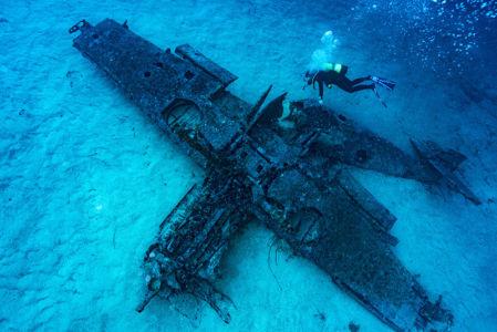 Planier épave vue sous marine © Alexis Rosenfeld