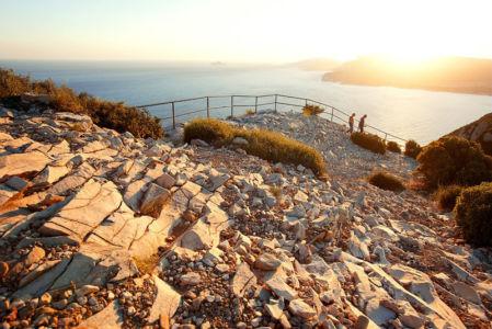 France, Bouches du Rhone (13), Parc national des Calanques, Cassis, Cap Canaille, belvedere sur la route des Cretes, falaises Soubeyranes, Calanques de Marseille et baie de Cassis en arriere plan