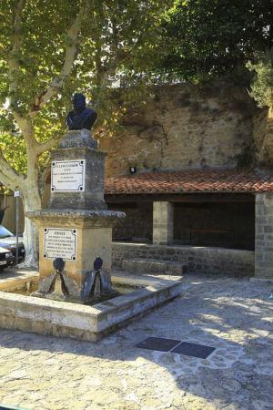 France, Bouches du Rhone (13), Miramas le Vieux, place Louis Castagne