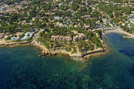France, Bouches du Rhone (13), La Cote Bleue, Carry le Rouet, calanque du Cap Rousset (vue aerienne)
