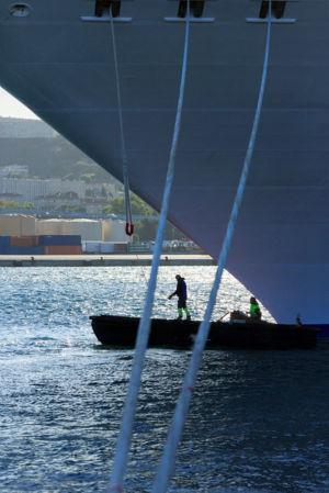 France, Bouches du Rhone (13), Marseille, Grand Port Maritime, terminal de croisieres, bateau de croisiere, service de lamanage
