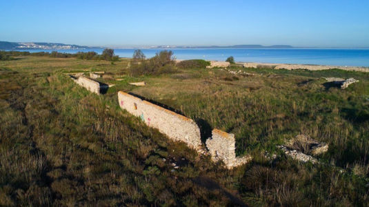 France, Bouches du Rhone (13), Marignane, Le Jai, ruines d'anciennes usines (vue aerienne)