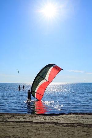 France, Bouches du Rhone (13), Parc Naturel Regional de Camargue, Arles, Beauduc, kitesurf